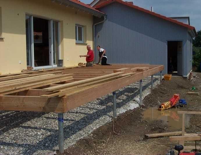 Как пристроить террасу на винтовых сваях к деревянному дому своими руками 36
